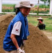 [글로벌 나눔 바이러스 2010] 베트남 빈푹성서 구슬땀… 빈촌에 희망의 씨앗 심다