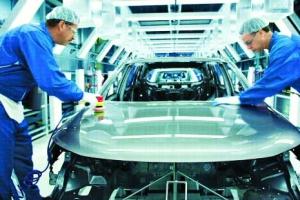 작업중 휴대전화 사용 해고사유… 車 1대 생산시간 한국의 절반