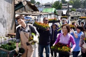 [이종원 선임기자 카메라 산책] 멈춘 도시의 심장…꽃으로 뛰게 하다