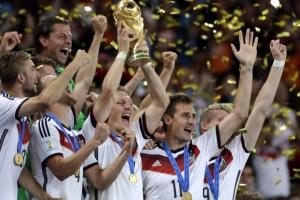 독일 4번째 우승컵 '번쩍'
