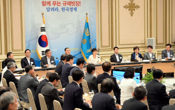 Image result for 청와대 장관 회의
