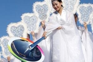 [포토] 인천APG, 개막 하루전…성화 채화하는 칠선녀