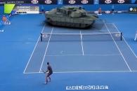 탱크와 조코비치의 이색 테니스 대결, 결과는?