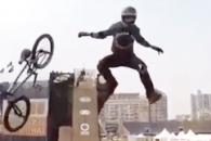'몇 번을 다시 봐도 신기' 자전거 묘기 영상 '화제…