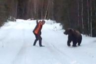 숲 속에서 곰과 마주치게 된다면?