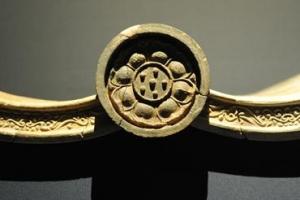 [세계의 조형예술 龍으로 읽다] <19> 백제 제석사 암막새 / 강우방 일향한국미술사연구…