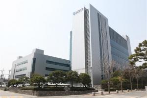 [재계 인맥 대해부 (5부) 업종별 기업&기업인 <9> 동아쏘시오그룹] '박카스D' 하나로…