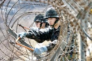 [정현용 기자의 밀리터리 인사이드] 왜 한국 병사의 월급은 세계 최하위인가
