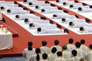 〈김성호 기자의 종교만화경 20〉추락하는 종교