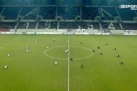22명의 선수가 축구경기 시작 2분간 주저앉은 이유?
