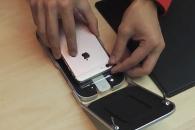 아이폰 보호필름 간편하게 붙여주는 기계