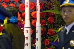 """""""김정은, 새 장거리탄도미사일 은하4호 발사 준비 지시"""""""