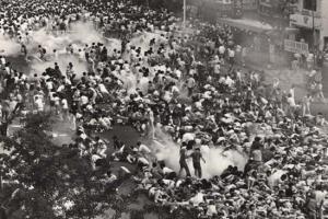 [김동률 교수의 1980's 청춘의 재발견] <10> 라일락에 최루탄에 눈물겹던 그 봄날