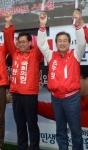 [서울포토] 이만기 후보 지원하는 김무성 새누리당 대표