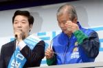 [서울포토] 성남시 분당 선거유세전에서 땀 닦는 김종인 비대위 대표
