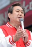 [서울포토] 이만기 후보 지원 유세 펼치는 김무성 대표