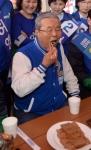 [서울포토]춘천풍물시장서 식사 중인 김종인 더민주 대표