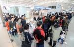 [서울포토]'사전투표하고 여행갈래요!' 북적이는 인천국제공항 사전투표소