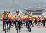"""[서울포토]""""같이 투표 참여해요"""" 광화문서 자전거 퍼레이드"""