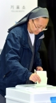 [서울포토]수녀님도 소중한 한표 행사