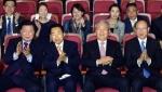 [서울포토] 출구조사 결과에 만족하는 더민주당 지도부