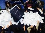 [서울포토] 투표함에서 쏟아지는 투표용지