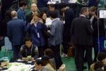 [서울포토] 개표작업 참관하는 주한 외교관들