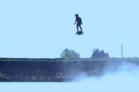 호수 위 자유롭게 비행하는 '진짜' 호버보드