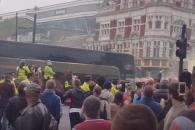 웨스트햄, 맨유 버스 공격 관중에 평생 홈경기 출입금…