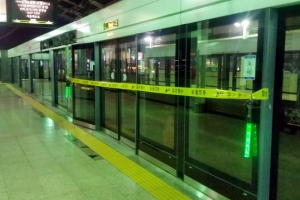 지하철 2호선 잠실나루역서 60대 추정 남성 열차에 치여