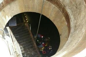 군산 맨홀 추락사고 실종자 발견…사망자 2명으로 늘어