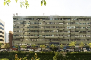 [건축가 황두진의 무지개떡 건축을 찾아서] 청계천변 녹회색 육중한 존재감… 1·2층 …