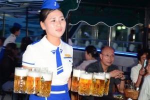 北, 새 외화벌이 대동강 맥주파티…'자본주의 상징'  상업광고도 인기