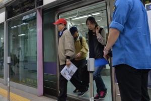 서울 종로3가역서 5호선 열차 멈춰 서…승객 50여명 대피
