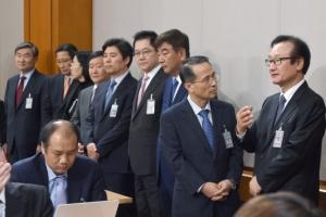 [서울포토] 박근혜 대통령 대국민담화…'심각한 청와대수석비서관들'