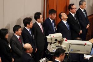 [서울포토] 박근혜 대통령 대국민담화…'심난한 청와대수석들'
