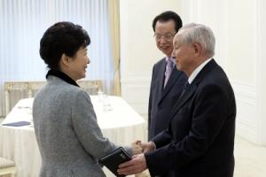 박근혜 대통령, 종교계 원로 만난 자리에 '세월호 막말' 목사가...