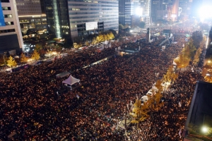 광화문에 촛불 기념비 세운다…1천만 시민 獨인권상 수상