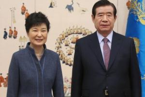 [서울포토] 박근혜 대통령과 한광옥 비서실장