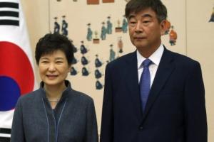 [서울포토] 박근혜 대통령과 최재경 민정수석