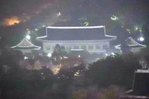 [서울포토] 4차 촛불집회 시작… 정적만 흐르는 청와대