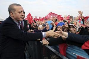 """에르도안 대통령 """"터키 더 압박하면 난민에 국경 열겠다""""… EU에 맞불"""