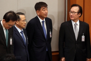 [서울포토] 대국민담화 발표장에 나타난 최재경 민정수석