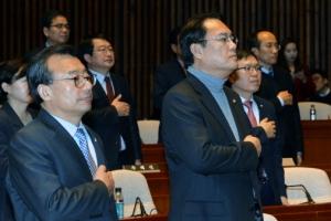 朴대통령, 이정현·정진석 청와대로 불러 면담…'4월 퇴진' 수용?