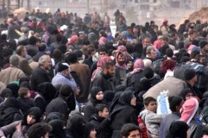 [포토] 정부군 버스 기다리는 알레포 반군지역 주민들