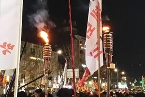 [서울포토] 12월 3일 촛불집회…분노한 시민들 '횃불' 들었다