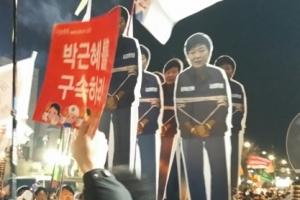 [서울포토] 12월 3일 6차 촛불집회…'죄수복' 입은 박근혜 대통령 형상 등장