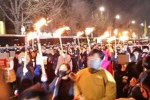 [서울포토] 12월 3일 6차 촛불집회…서울에도 횃불 등장