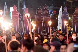 [서울포토] 12월 3일 6차 촛불집회…횃불 든 시민들