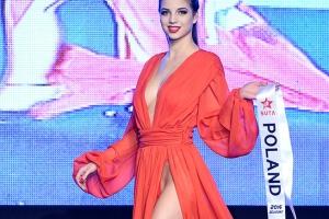 [포토] 속살이 아슬아슬… 위험천만 섹시 드레스